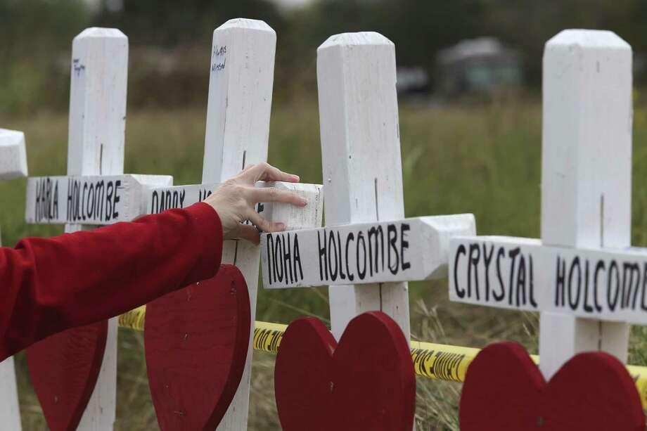 Kimberly Farinella, 41, of Kyle, Texas, prays by a memorial for the Sutherland Springs, Texas First Baptist Church mass shooting, Thursday, Nov. 9, 2017. Photo: JERRY LARA / San Antonio Express-News / © 2017 San Antonio Express-News