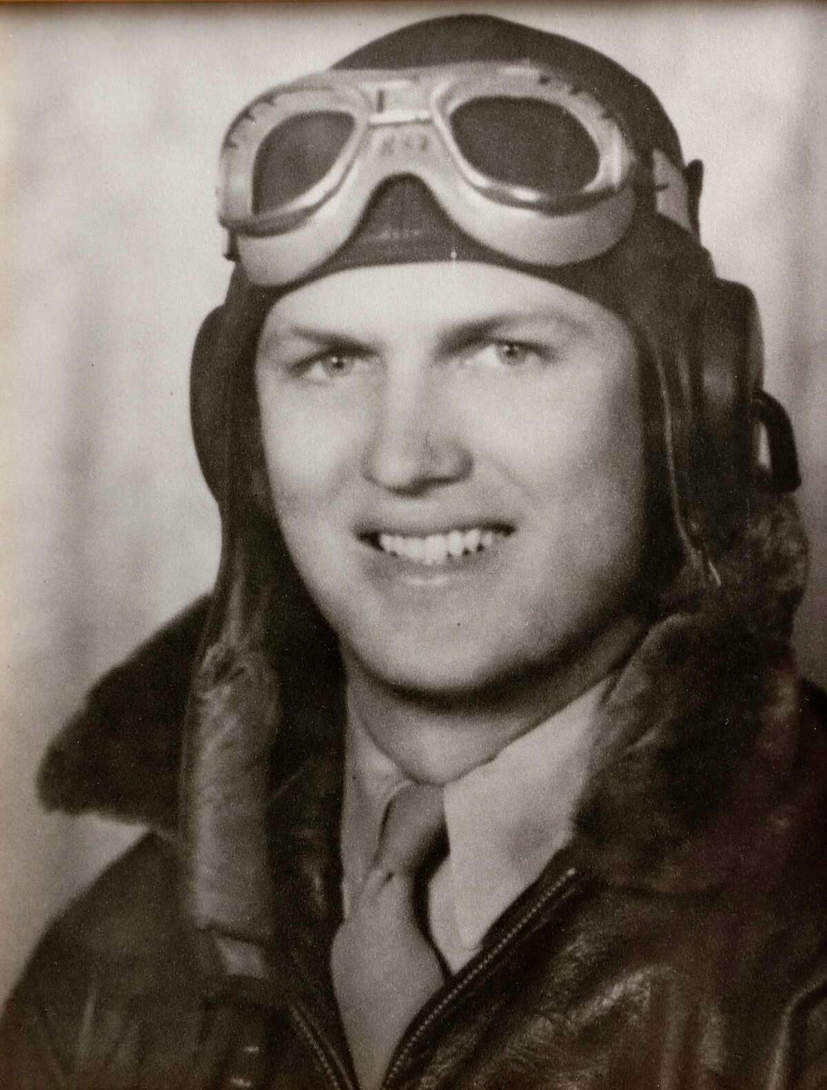 Bob Holley, age 22, a Lieutenant junior grade in the Navy during World War II. For Native Texan. ( Courtesy photo from Bob Holley)