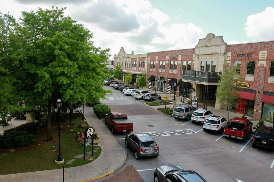 LaCenterra at Cinco Ranch. The mixed-use development opened 10 years ago and sits on 34 acres, with more that 75 shops and restaurants.  (For the Chronicle/Gary Fountain, March 22, 2017) Photo: Gary Fountain, For The Chronicle / Stratford Booster Club