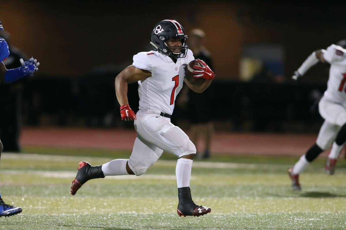 November 10, 2017: Clear Brook running back Jarrett Smith carries the ball during the high school football game between the Clear Brook Wolverines and Dickinson Gators at Sam Vitanza Stadium in Dickinson, Texas. (Leslie Plaza Johnson/Freelance
