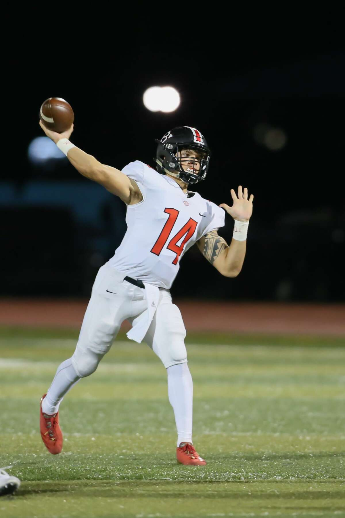 November 10, 2017: Clear Brook quarterback Jaizac Garcia draws back for a long pass during the high school football game between the Clear Brook Wolverines and Dickinson Gators at Sam Vitanza Stadium in Dickinson, Texas. (Leslie Plaza Johnson/Freelance
