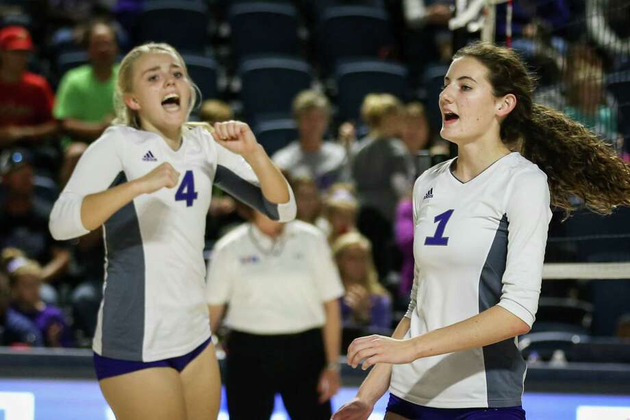 Willis' Makayla Bane (1) and Catie Sexton (4) celebrate during the Region III 5A UIL volleyball semi-finals against Kingwood Park on Friday, Nov. 10, 2017, at Delmar Fieldhouse. (Michael Minasi / Houston Chronicle) Photo: Michael Minasi, Staff Photographer / © 2017 Houston Chronicle