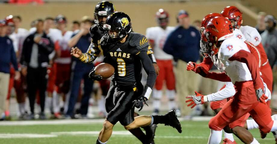 Quarterback Javon Williams (3) of Hastings scrambles to avoid several Dawson defenders in the second quarter of a high school football game between the Dawson Eagles and the Hastings Bears on November 10, 2017 at Crump Stadium, Houston, TX. Photo: Craig Moseley/Houston Chronicle