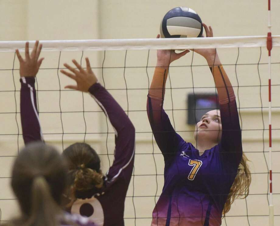 Payton Roach of Navarro sets the ball during UIL Region IV-4A volleyball playoffs action against Sinton at Littleton Gym on Friday, Nov. 10, 2017. Photo: Billy Calzada, Staff
