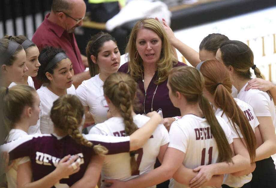 Devine volleyball coach Leigh Anne McIver speaks with her team during UIL Region IV-4A volleyball playoffs action against Needville at Littleton Gym on Friday, Nov. 10, 2017. Photo: Billy Calzada, Staff