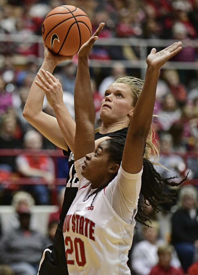 Stanford's Brittany McPhee shoots over Asia Doss during the third quarter Friday night. Photo: David Dermer, Associated Press