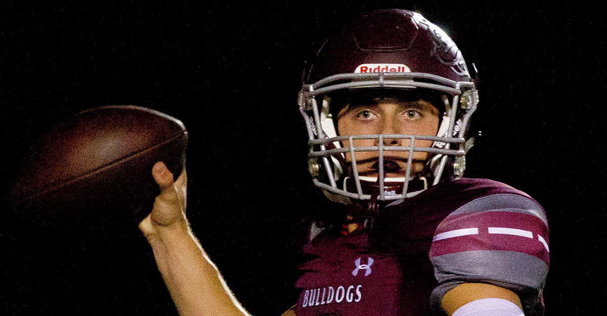 Magnolia quarterback Reese Mason (2) throws a pass to running back Anthony Johnson during the first quarter of a District 20-5A high school football game, Friday Oct. 20, 2017, in Magnolia.