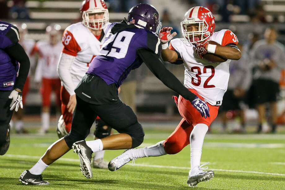 Taft's Divonne Tilden (right) tries to elude Warren's Eric Roscoe during the first half of their District 28-6A high school football game at Gustafson Stadium on Friday, Nov. 10, 2017.  MARVIN PFEIFFER/mpfeiffer@express-news.net Photo: Marvin Pfeiffer, Staff / San Antonio Express-News / Express-News 2017