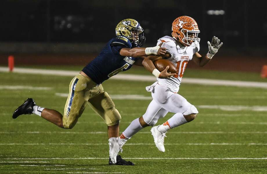 United sophomore quarterback Wayo Huerta was named the District 29-6A Offensive Newcomer of the Year, and Alexander senior defensive end Pablo Ramirez earned an honorable mention selection. Photo: Danny Zaragoza /Laredo Morning Times File