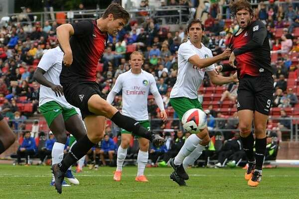 Patrick Hopkins scores the game-tying goal against the  New York Cosmos (Robert Edwards-KLC fotos)