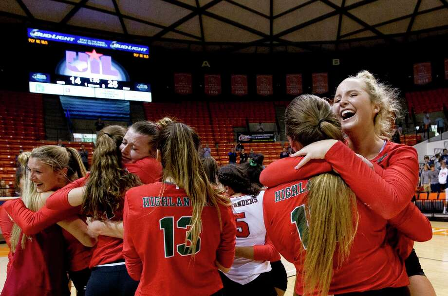 The Woodlands' Sophie Walls (8) reacts along with the rest of the Lady Highlanders after defeating College Park 3-1 during a Region II-6A final volleyball match at Johnson Coliseum, Saturday, Nov. 11, 2017, in Huntsville. Photo: Jason Fochtman, Staff Photographer / © 2017 Houston Chronicle