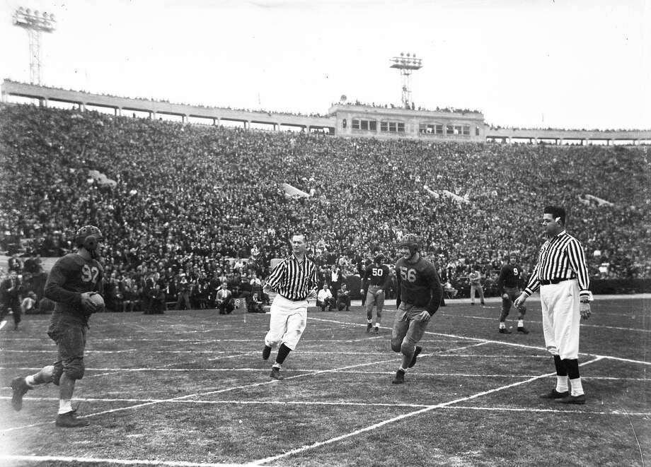"""The Cal Bear """"Thunder Team"""" beats Alabama 13-0 in the Rose Bowl, Jan. 1, 1938. Vic Bottari scored both touchdowns. Photo: Photographer Unknown / The Chronicle Archives / ONLINE_YES"""