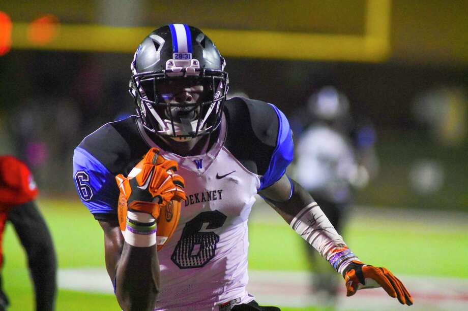 Malcolm Epps had four catches for 106 yards and two touchdowns in the Wildcats 38-0 win over MacArthur 38-0. The victory secures a return to the playoffs and rematch with state-ranked Klein Collins in the Class 6A Division II bi-district round. Photo: Tony Gaines/ HCN, Photographer
