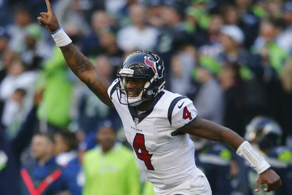 SEATTLE, WA - OCTOBER 29:  Quarterback Deshaun Watson #4 of the Houston Texans cheers as DeAndre Hopkins #10 scores a 72 yard touchdown against the Seattle Seahawks in the fourth quarter at CenturyLink Field on October 29, 2017 in Seattle, Washington. (Photo by Jonathan Ferrey/Getty Images)