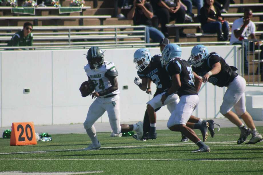 Pasadena's Jacoby Mackey scampers for a 30-yard run during second-quarter action Saturday. The second-longest run of the day for the Eagles, it helped set up Pasadena's first touchdown. Photo: Robert Avery