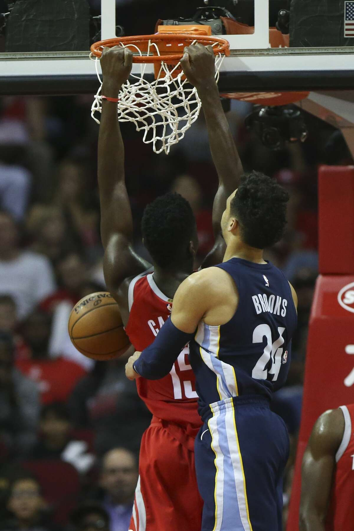Houston Rockets center Clint Capela (15) scores with a dunk during the fourth quarter against the Memphis Grizzlies of an NBA game at Toyota Center on Saturday, Nov. 11, 2017, in Houston. ( Yi-Chin Lee / Houston Chronicle )