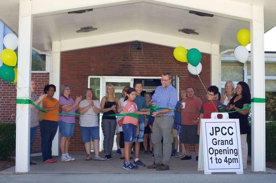 Ribbon cutting at the grand opening of the new John Pettibone Community Center on Saturday, September 23, 2017. Photo: Trish Haldin / / The News-Times Freelance
