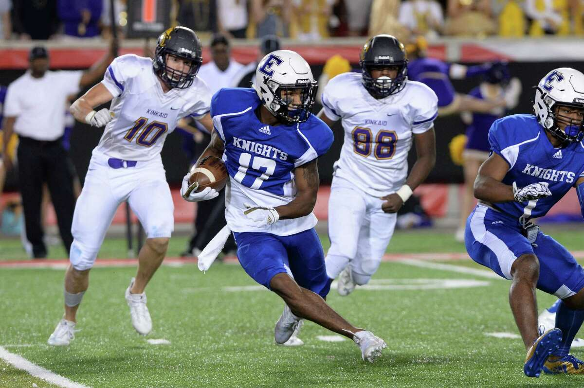 Jaylen Waddle (17) of Episcopal carries the ball for a 92 yard touchdown in the first quarter of SPC Football Championship game between the Kinkaid Falcons and the Episcopal Knights on November 11, 2017 at TDECU Stadium, Houston, TX.