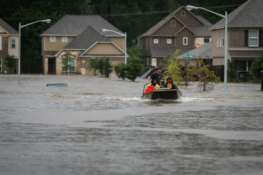 Volunteers from Tyler use their civilian watercraft to rescue residents of the Montgomery Creek Ranch subdivision during Tropical Storm Harvey on Tuesday, Aug. 29, 2017, in Conroe. (Michael Minasi / Chronicle) Photo: Michael Minasi, Staff Photographer / © 2017 Houston Chronicle