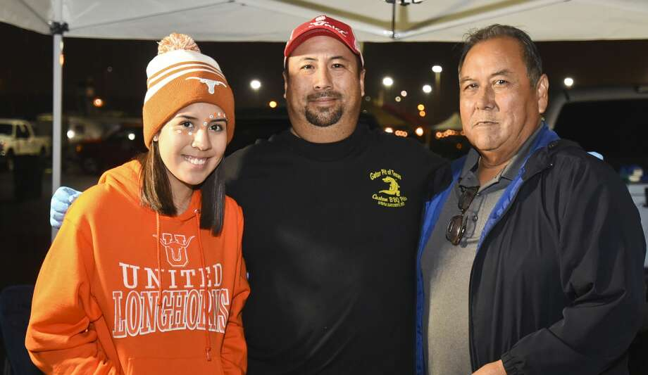 Cooking teams get ready for the 3rd Annual Laredo Big Bad BBQ Cook-off on Friday, Nov. 10, 2017 at the parking lot for the Outlet Shoppes at Laredo. Photo: Danny Zaragoza