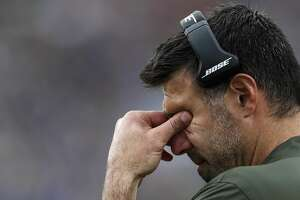 Houston Texans defensive coordinator Mike Vrabel puts his face in his hands during the fourth quarter of an NFL football game against the Los Angeles Rams at the Los Angeles Memorial Coliseum on Sunday, Nov. 12, 2017, in Los Angeles, Mass. ( Brett Coomer / Houston Chronicle )