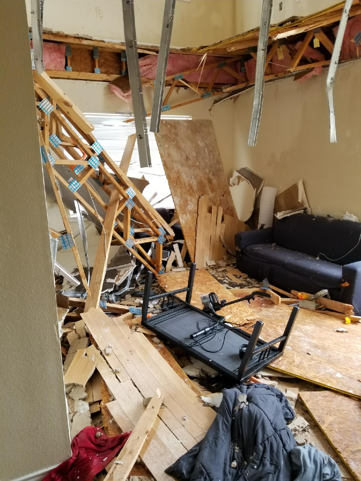 Video Dramatic moment UNT apartment floor collapses during