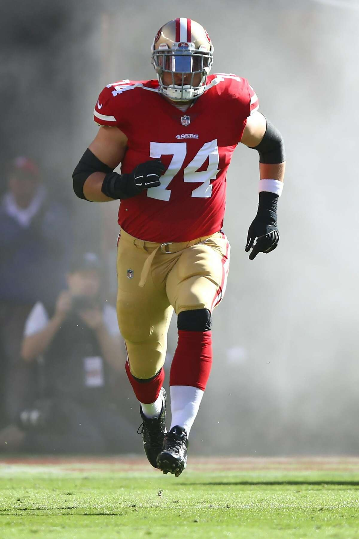 SANTA CLARA, CA - NOVEMBER 12: Joe Staley #74 of the San Francisco 49ers runs on to the field prior to playing the New York Giants in their NFL game at Levi's Stadium on November 12, 2017 in Santa Clara, California. (Photo by Ezra Shaw/Getty Images)