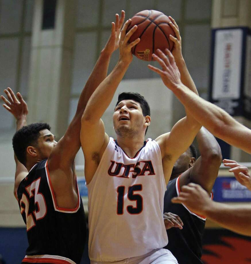 RoadrunnersÕ Adrian Rodriguez scores despite defensive pressure from East Central players in UTSA basketball home opener on Sunday, November 12, 2017. Photo: Ron Cortes, Freelance / For The San Antonio Express-News