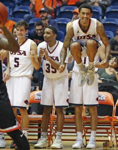 RoadrunnersÕ Deon Lyle,in air and RoadrunnersÕ Giovanni De Nicolao,5, and RoadrunnersÕ George Willborn III cheer on the reserves late in 2nd half in UTSA basketball home opener vs East Central on Sunday, November 12, 2017. Photo: Ron Cortes, Freelance / For The San Antonio Express-News