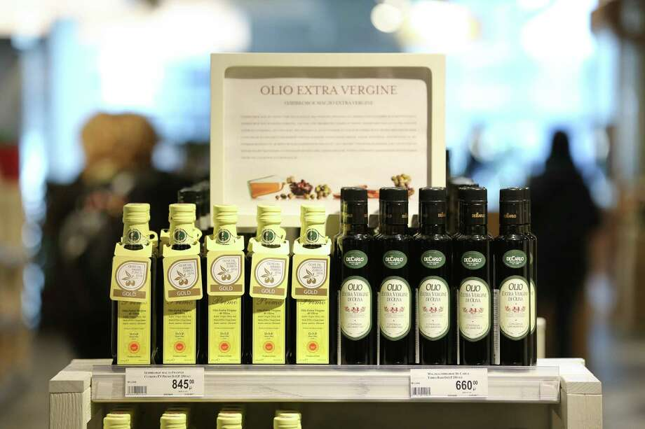Bottles of extra virgin olive oil on display inside the new food store in Moscow on May 21, 2017. Photo: Bloomberg Photo By Andrey Rudakov. / © 2017 Bloomberg Finance LP