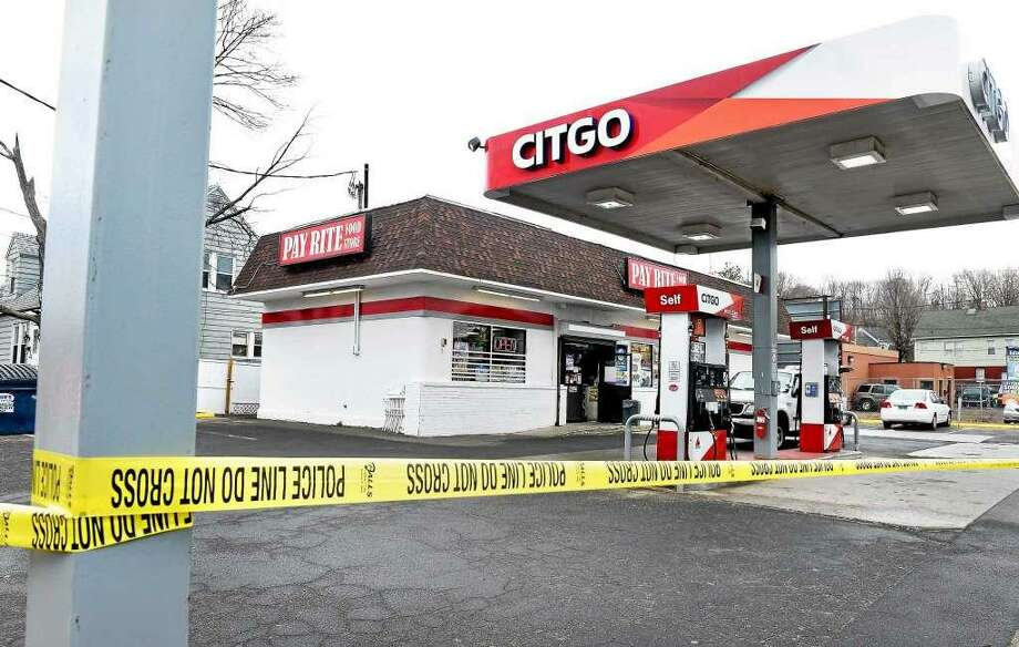 New Haven police investigated the armed robbery and shooting at Citgo gas station and convenience store on Forbes Avenue that left one man dead in 2015. Photo: File Photo