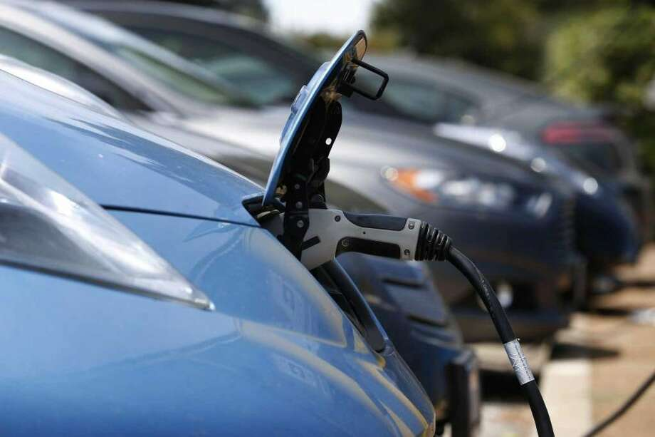 Texas lawmakers have revived incentives for electric cars that they killed in 2015. The program offers a $2,500 rebate on the purchase of electric cars, which can range in price from about $30,000 to $160,000, on top of the $7,500 tax credit offered by the federal government.