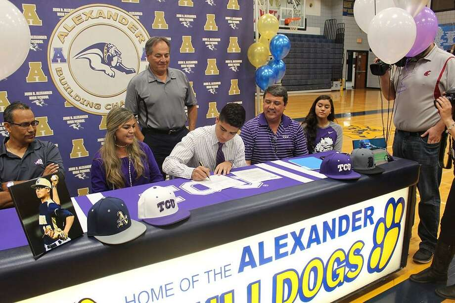 Alexander senior Marcelo Perez signed his letter of intent Monday committing to pitch for TCU next season. Photo: Courtesy Photo