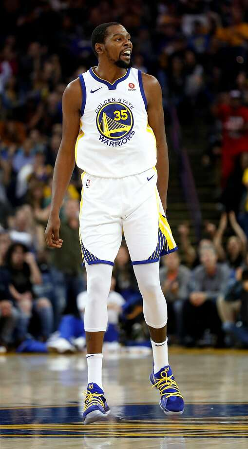 Golden State Warriors' Kevin Durant reacts to a 2nd quarter basket he made against Orlando Magic during NBA game at Oracle Arena in Oakland, Calif., on Monday, November 13, 2017. Photo: Scott Strazzante, The Chronicle