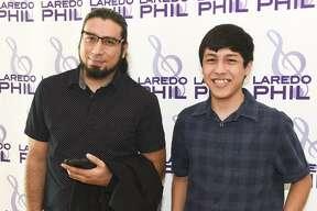 Francisco Pedraza e Israel Cruz durante la presentación de la Orquesta Filarmónica de Laredo.