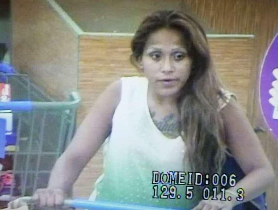 Detectives de LPD, buscan a la mujer de la fotografía con propósitos de identificación solamente. Photo: Cortesía /LPD