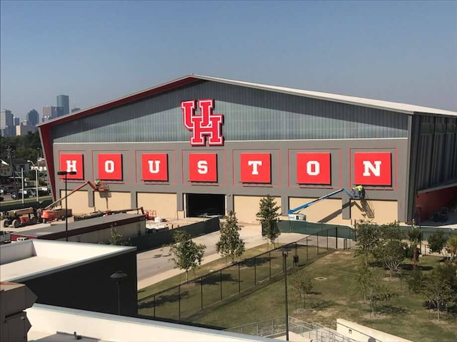 UH's new indoor football practice facility Photo: Joseph Duarte