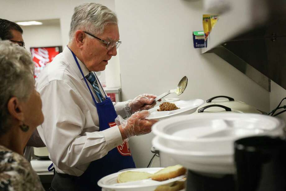 Conroe Mayor Toby Powell prepares lunches during the Empty Bowls Lunch on Tuesday, Nov. 14, 2017, at the Salvation Army. Photo: Michael Minasi, Staff Photographer / © 2017 Houston Chronicle