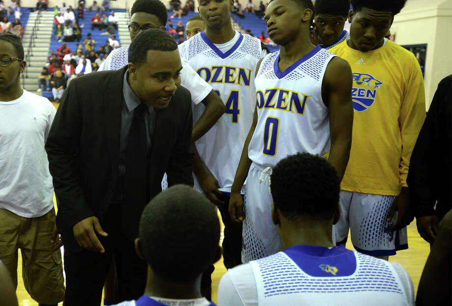 Ozen's Michael Thomas coaches the Panther's during their matchup with West Brook Tuesday night. Photo taken Tuesday, November 14, 2017 Guiseppe Barranco/The Enterprise Photo: Guiseppe Barranco, Photo Editor / Guiseppe Barranco ©
