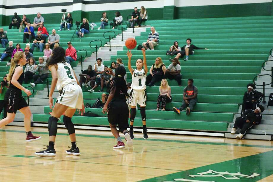 Clear Falls' Kaylee Hernandez (1)  puts up a shot against Pearland Tuesday, Nov. 14 at Clear Falls High School. Photo: Kirk Sides / © 2017 Kirk Sides / Houston Chronicle