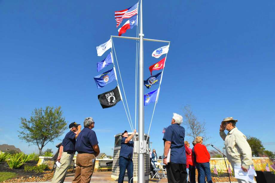 The Heritage Armed Services Group – a support and fundraising group for veterans in the Towne Lake area – dedicated the new Towne Lake Veterans Memorial during a ceremony Nov. 11 near Town Lake Greenhouse Park. Photo: Tony Gaines/ HCN, Photographer