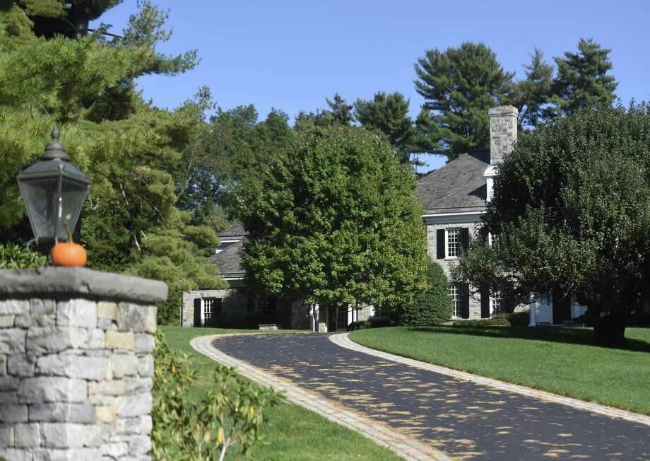 This home on Lake Ave. in Greenwich, Conn., photographed here on Thursday, Oct. 12, 2017, sold last month for $7.65 million. Photo: Tyler Sizemore / Hearst Connecticut Media / Greenwich Time