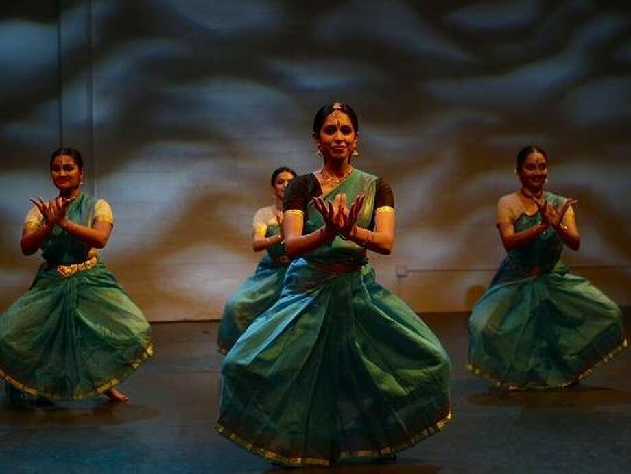 """Nava Dance Theatre performers in """"Broken Seeds (Still Grow)."""" / Online_yes"""