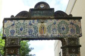 This large arched gate was once a part of the gardens called Miraflores that was a part of a property with a mansion called Quinta Urrutia on Broadway in the early 1900s. Dr. Aureliano Urrutia fled to San Antonio during the Mexican Revolution. Decorated with artistic tiles, the arch was moved to the San Antonio Museum of Art in the 1990s.