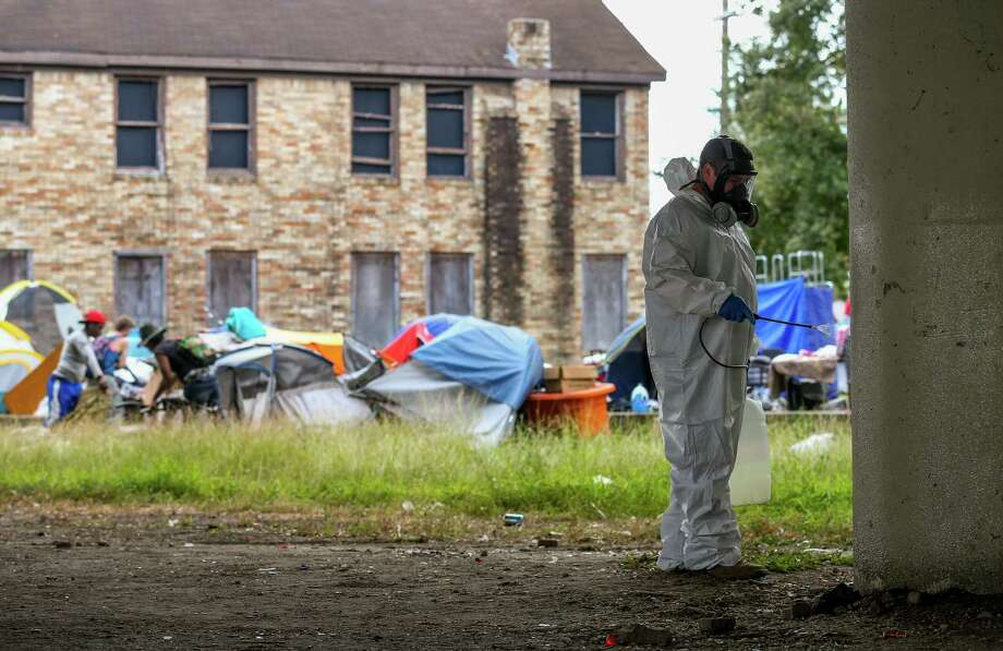 City contractors power-wash the pillars under U.S. 59 Highway, where a homeless encampment is located between Caroline Street and Almeda Road Wednesday, Nov. 15, 2017, in Houston. ( Godofredo A. Vasquez / Houston Chronicle ) Photo: Godofredo A. Vasquez / Houston Chronicle