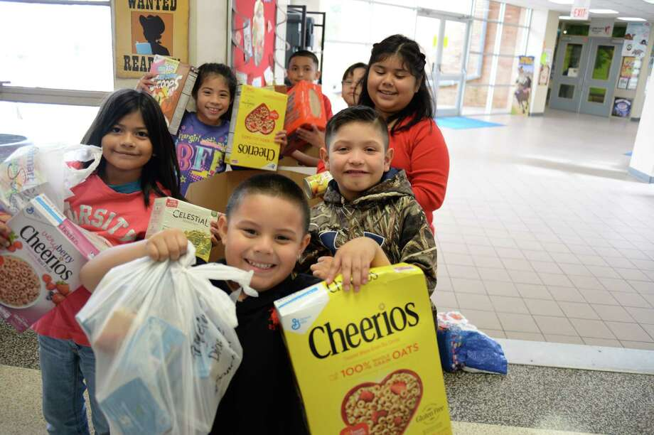 Students and families of Red Bluff Elementary School rallied to contribute to the Can Do Food Drive in Pasadena.
