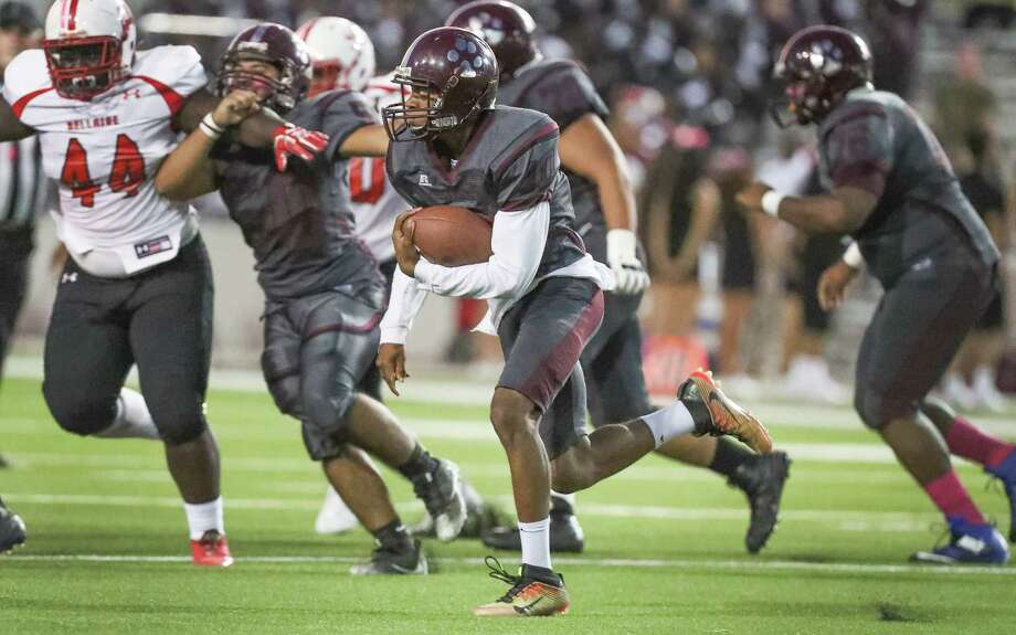 Heights running back Curtis Melrose  runs for a gain during first half action during Bellaire vs. Heights at Delmar Stadium Friday, Oct. 6, 2017, in Houston. ( Steve Gonzales / Houston Chronicle ) Photo: Steve Gonzales, Houston Chronicle / © 2017 Houston Chronicle