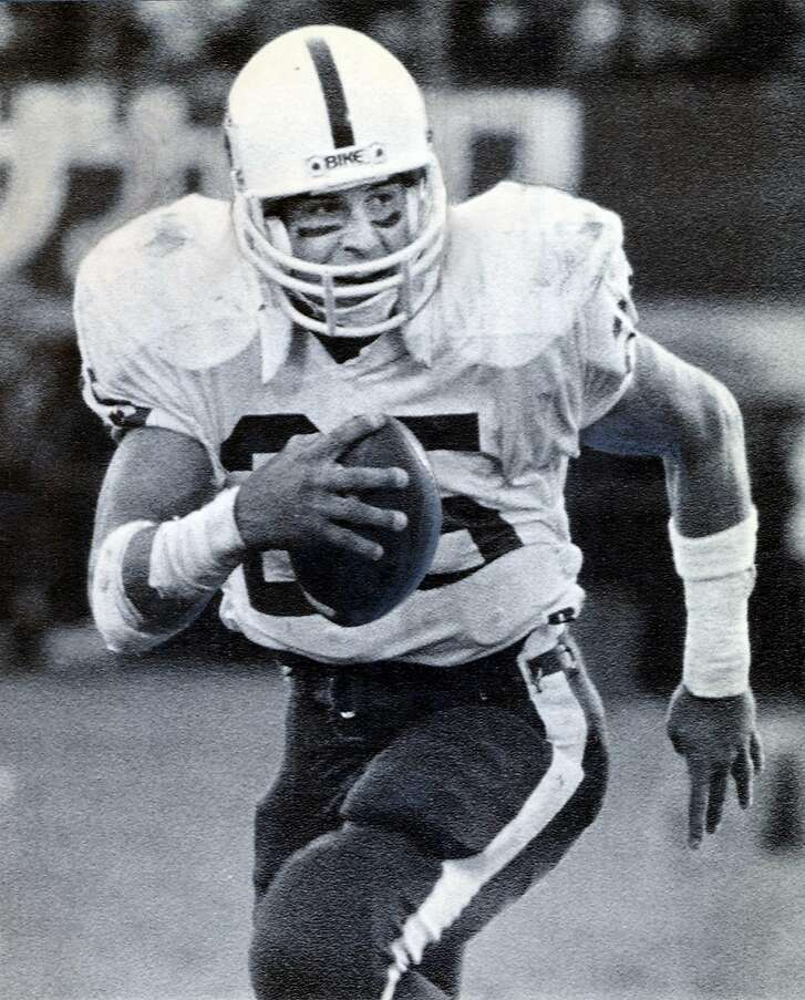 MUSTERTHEN-C-09MAY02-SP-AP  Stanford University tail back Brad Muster (25) runs to gain extra yardage during the Coca-Cola Bowl in Tokyo in 1986.  PHOTO BY THE ASSOCIATED PRESS/1986