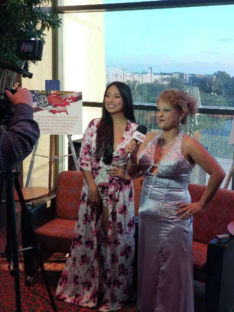 Viral video: Mi Tierra customer's impromptu mariachi serenade ...