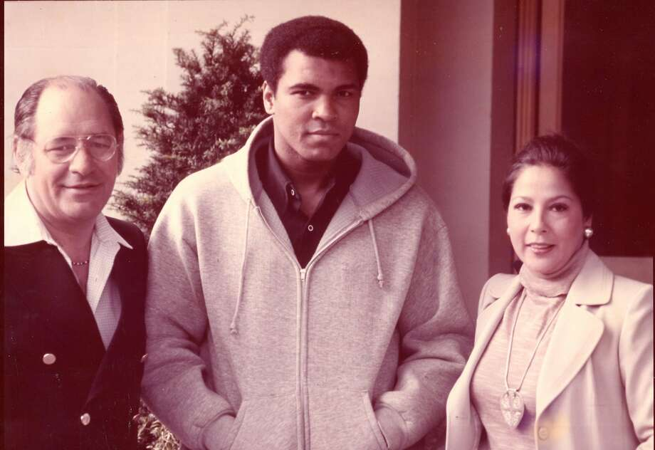 'Fight Doctor' Ferdie Pacheco, Ali's ringside physician, dies at 89